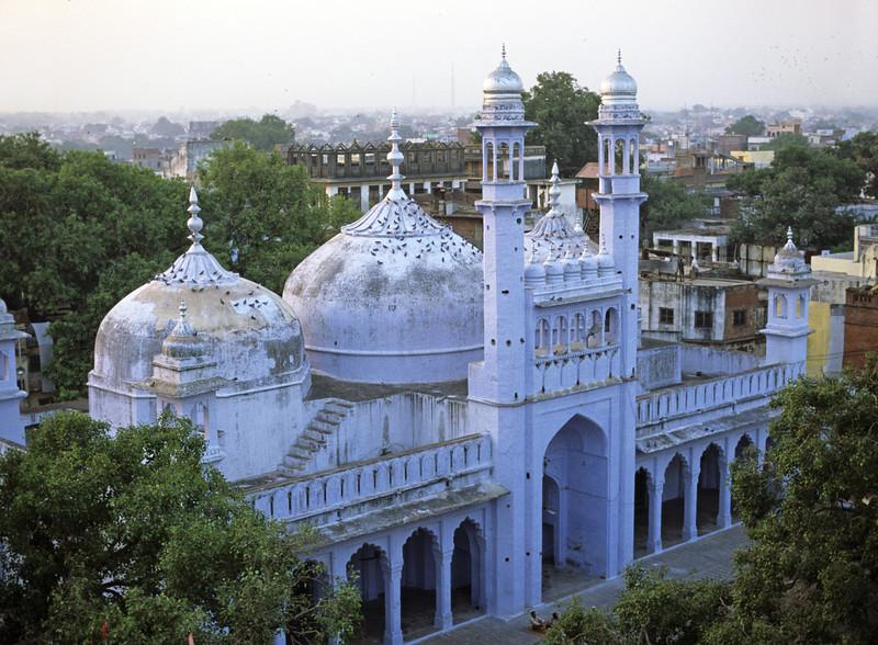 L1679 Main Hindu Temple, Benares