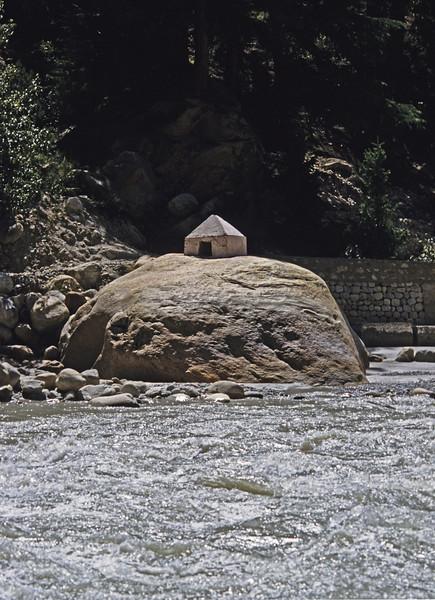 L1302 Ganges River and shrine, Rishikesh