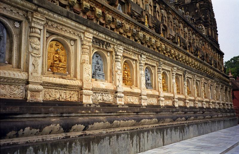 L2476 Mahabodhi Temple, Bodhgaya. Buddhist
