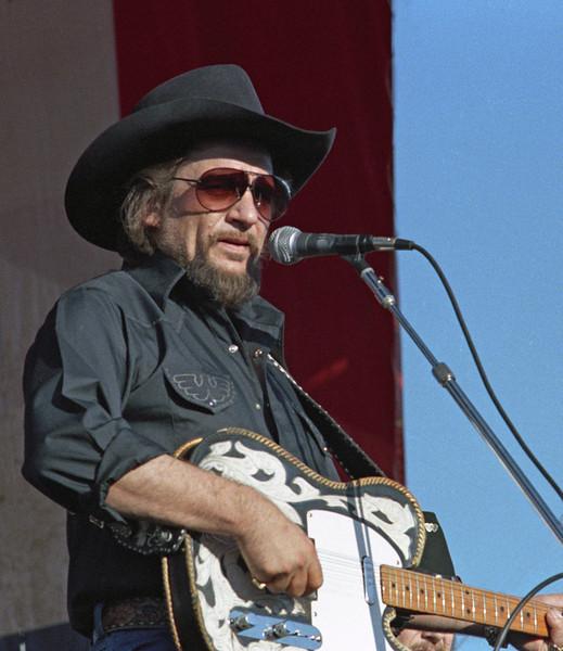 L6376 Waylon Jennings. North Dakota State Fair, Williston. Photo by Carole Olson