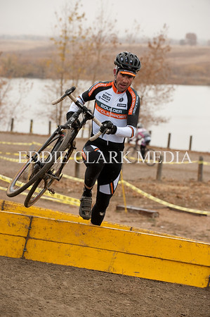 Tim Faia runs through the barriers like a seasoned pro in the highly competitive 35+ class, which is mostly old pros.