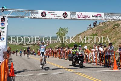 Men's 35+ John McKibbon won the race in a last lap surge up the infamous Wall.