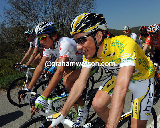 Marco Pinoti chats away with last year's winner, Roman Kreuziger...