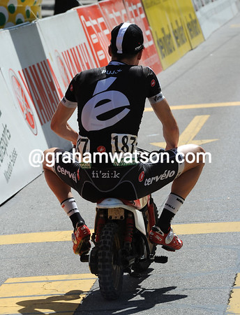 Oscar Pujol is trying out Cervelo's latest bike before the start...