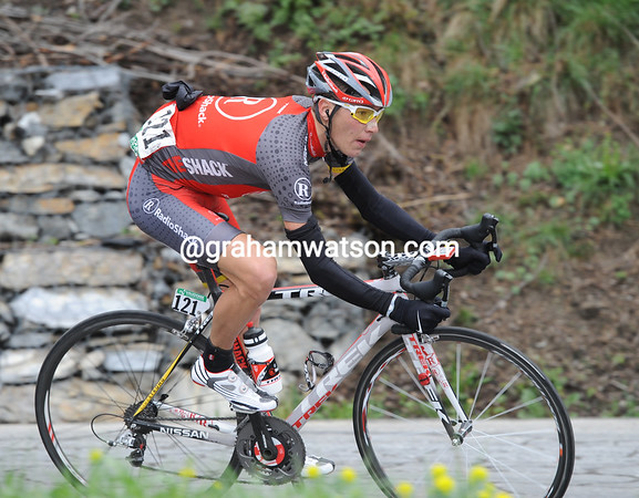 Janez Brajkovic has attacked the descent ahead of Rogers - he's trying to get across to Menchov and Valverde...