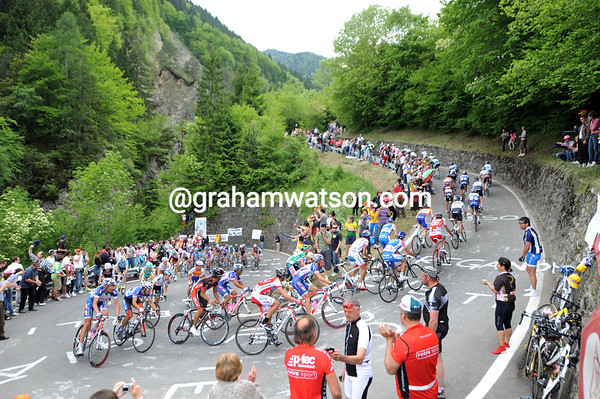 The peloton is in shreds on such a monster, but the fans are loving it..!