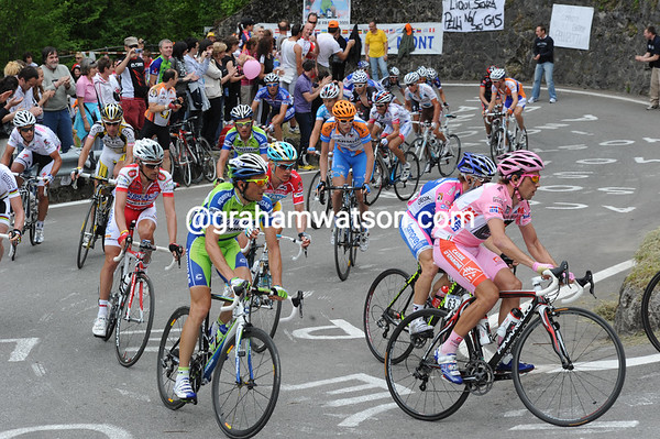 David Arroyo is near the front of the peloton as it too hits the Passo Duron...