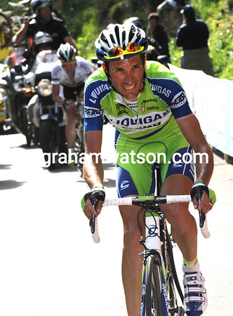 Basso has suddenly moved away with four-kilometres to go...
