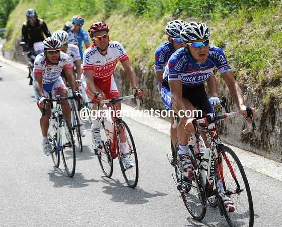 Six riders have gone away from the start - led by two Quick-Step riders, Pineau and Rida...
