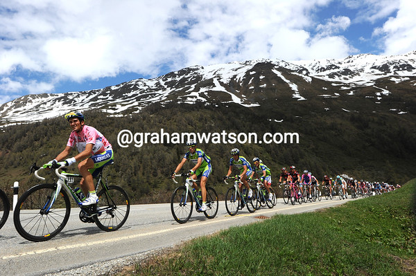 Ivan Basso looks calm enough in the Liquigas line-out protecting him...