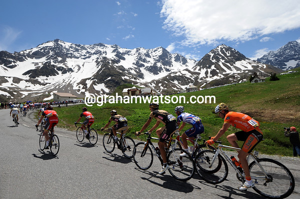 Sammy Sanchez is bringing up the rear of the peloton as it crests the Col du Lautaret summit...