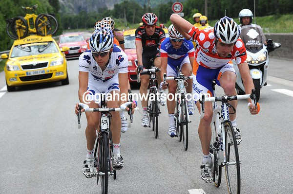 Five becomes seven as Tankink and Bole join them after the long descent...