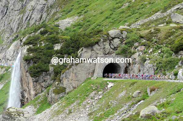 Waterfalls, snow, cyclists and a tunnel - the Sustenpass has a lot going for it..!