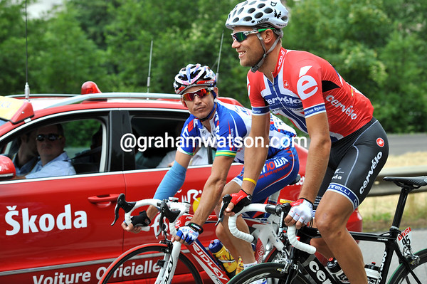 Thor Hushovd and Robbie McEwen want to discuss yesterday's 'strike' with race-officials...