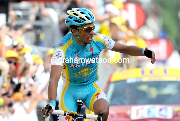Contador finishes with Wiggins and Vinokourov - and is quick to thank his Astana teamate for such superb work...