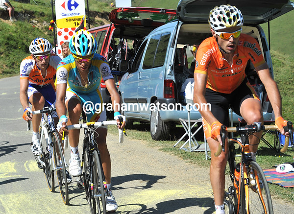 Sammy Sanchez has joined Contador in the attack - as has Denis Menchov...
