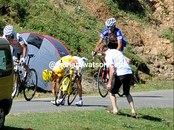 Schleck has made another attack but unshipped his chain - Contdor has bolted ahead...