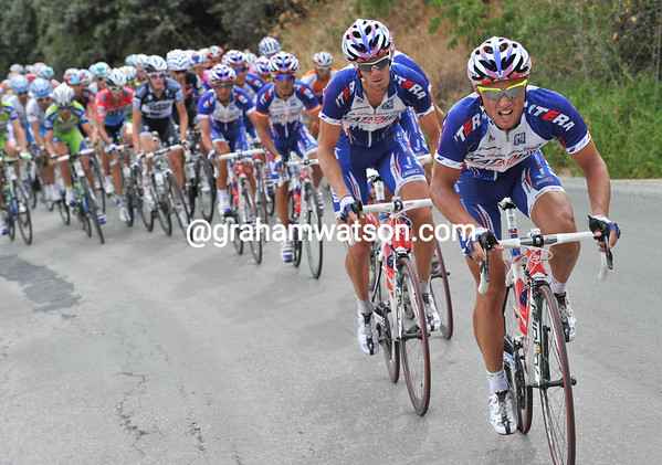 Katusha have started to ride at the front now, the pace goes even higher..!