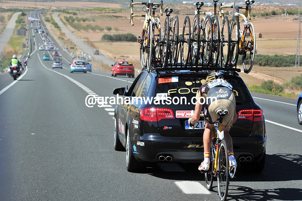 Nobody's looking as Walker and his team car fly up the highway at high speed - now, you cannot do that in the Tour de France..!
