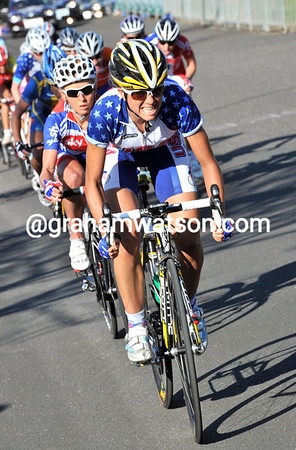 Evelyn Stevens makes an attack on the last lap, but Pooley is on to her...