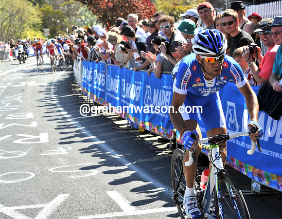 Nibali has attacked again, he's stronger here than in the Vuelta that he won..!