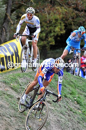Bert Aernouts responds, he has Stybar with him as they catch Chainel...