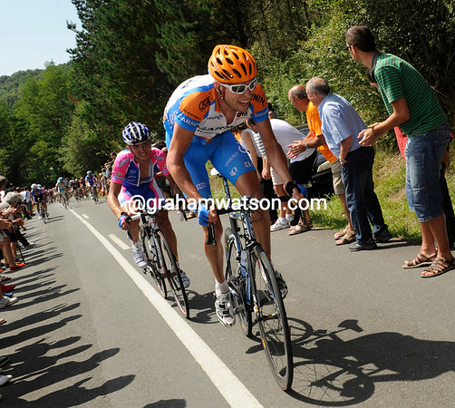 Ryder Hesjedal is trying to bridge the gap, but one week after the Tour this is not so easy..!
