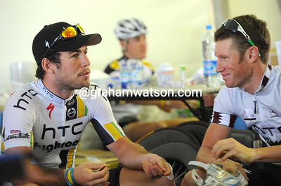 Marks Renshaw and Cavendish discuss tactics on a crucial day in the Tour of Qatar...