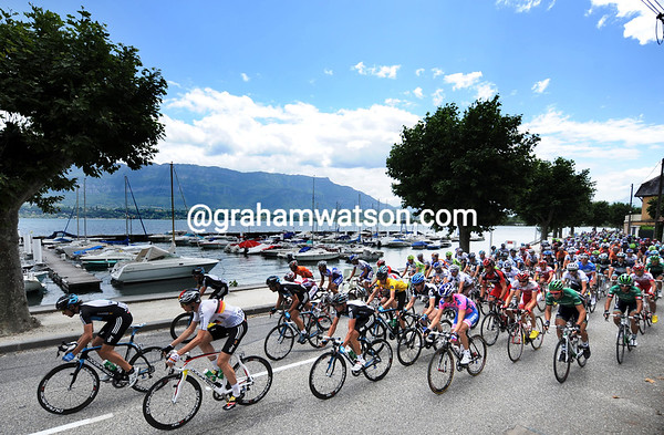 The peloton starts its day alongside the Lac du Bourget...