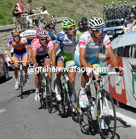 Roman Kreuziger does the chasing ahead of Nibali, Contador , Scarponi and Kruijswijk