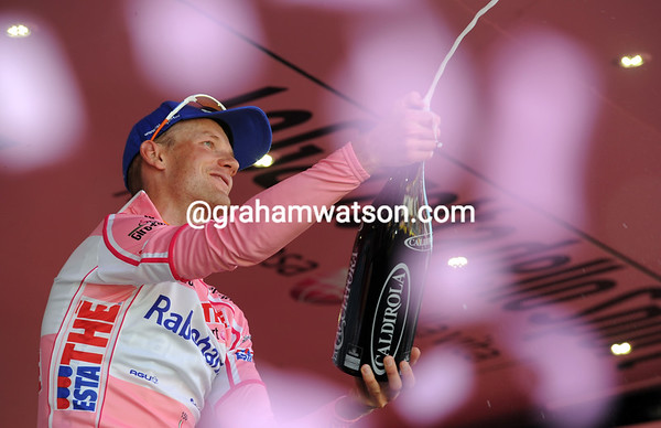 Peter Weening becomes the new Maglia Rosa...