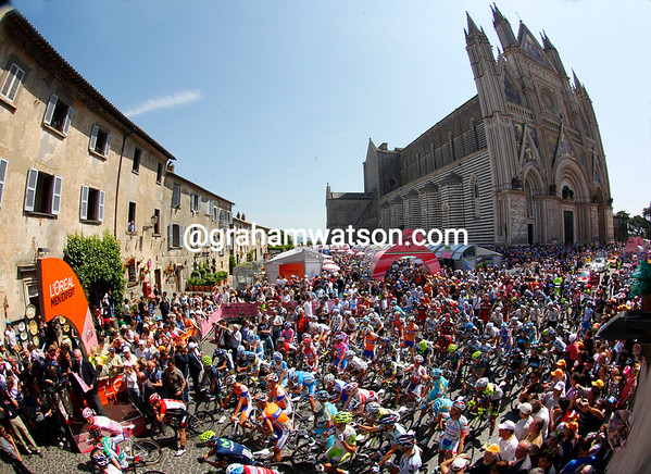 Wow! The peloton lines up for the start in front of Orvieto's famous cathedral...