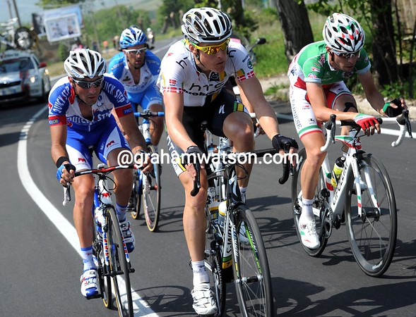 Lars Bak has escaped with Jerome Pineau and Giovanni Visconti - that's the reason for the fast start..!