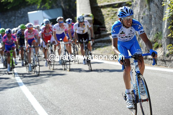 Stefano PIrazzi makes a move now, but he too won't get far ahead...