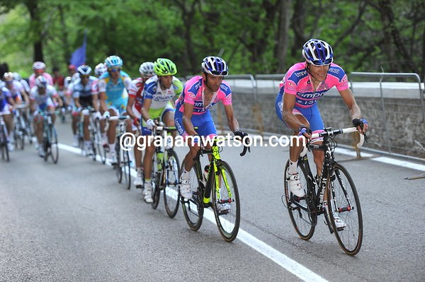 Lampre has started chasing harder now - their man Scarponi wants to win today..!