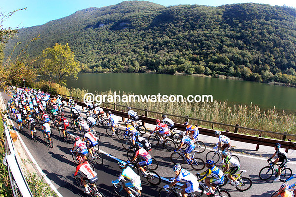 The peloton cruises past a small lake on its way north towards a bigger lake called Lago di Como...