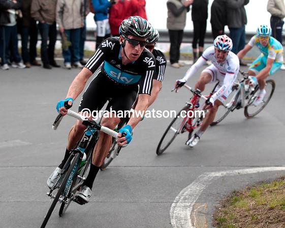 Bradley Wiggins is making one big effort to get Thomas Lovkvist across to the leaders - but it doesn't work...