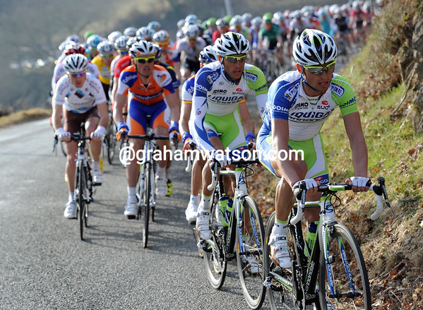 Liquigas takes over the chase - these are anxious times for the overall favourites...