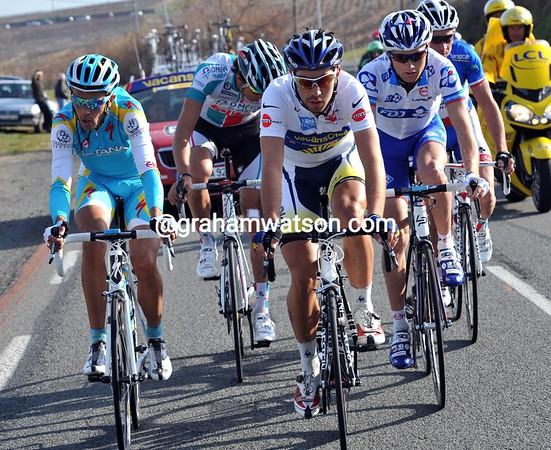 De Gendt leads the quintet with formidable class - he could take back his race-lead today..!