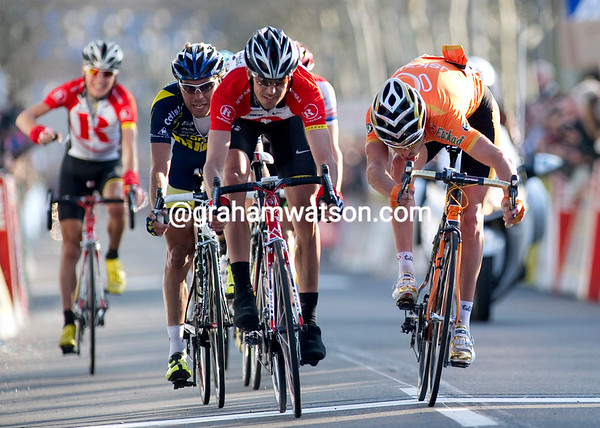 Andreas Kloden wins stage five after a tight sprint against Samuel Sanchez...