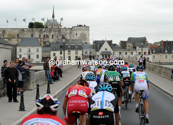 The front group crossses the Loire at Amboise with about 60-men in the front...