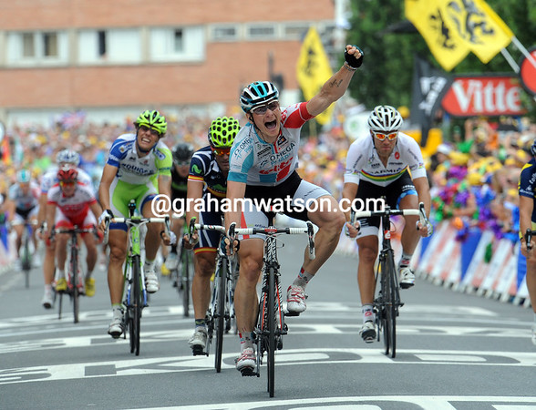 Andre Greipel wins stage ten into Carmaux, beating Mark Cavendish on the line..!