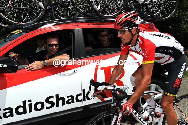 Johan Bruyneel tries to encourage the German to continue...