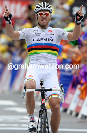 Thor Hushovd wins stage thirteen into Lourdes - the World Champion is in the form of his life..!