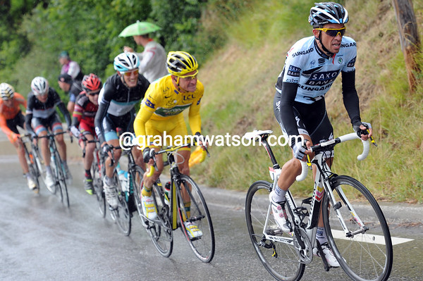 Five minutes later, Alberto Contador has started attacking..!