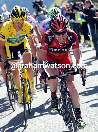 Evans is at full-blast in pursuit, and closing the gap, but Voeckler is still there...