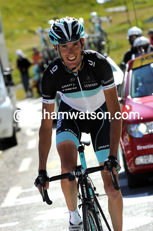 Schleck is alone and in front halfway up the Galibier - a stage-win at least is waiting for him..!