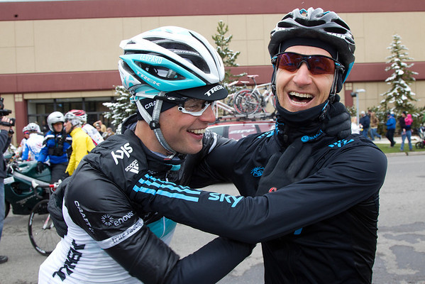 The riders feel it was the right choice. Anders Lund and Kur-Asle Arvesen joke around after Stage 1 is cancelled.