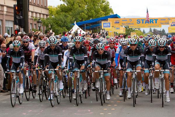 Leopard TREK riders lead the peloton in honor of the memory of their fallen teammate Wouter Weylandt.