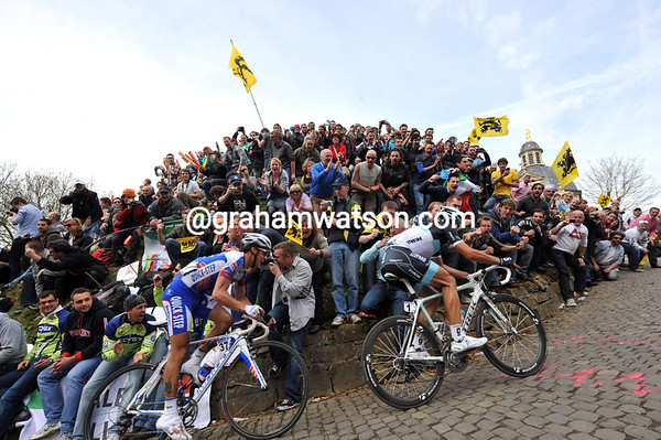 Cancellara and Chavanel climb the Muur van Geraardsbergen together, but they're about to be caught..!